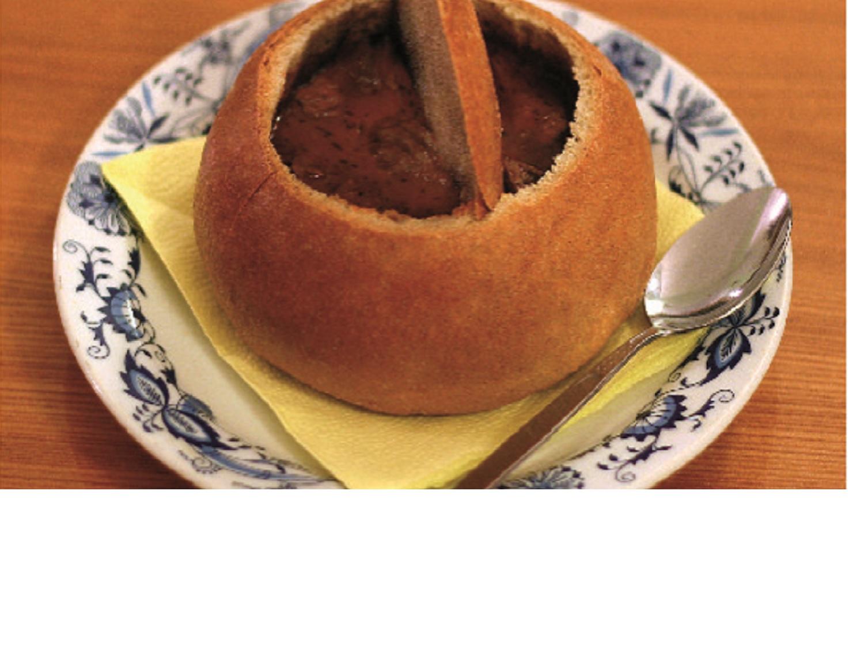 Guláš v chlebu